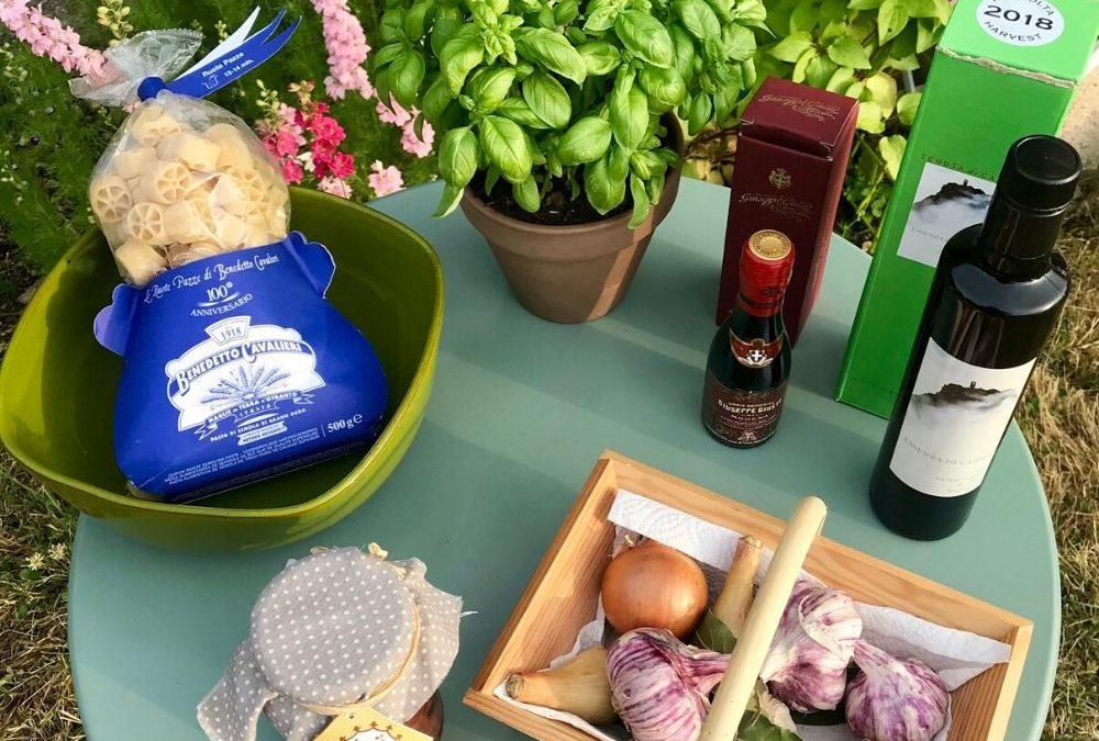 Ingrédients de la salade de pâtes colorée par la boutique de produits italiens Les Bonnes Pâtes