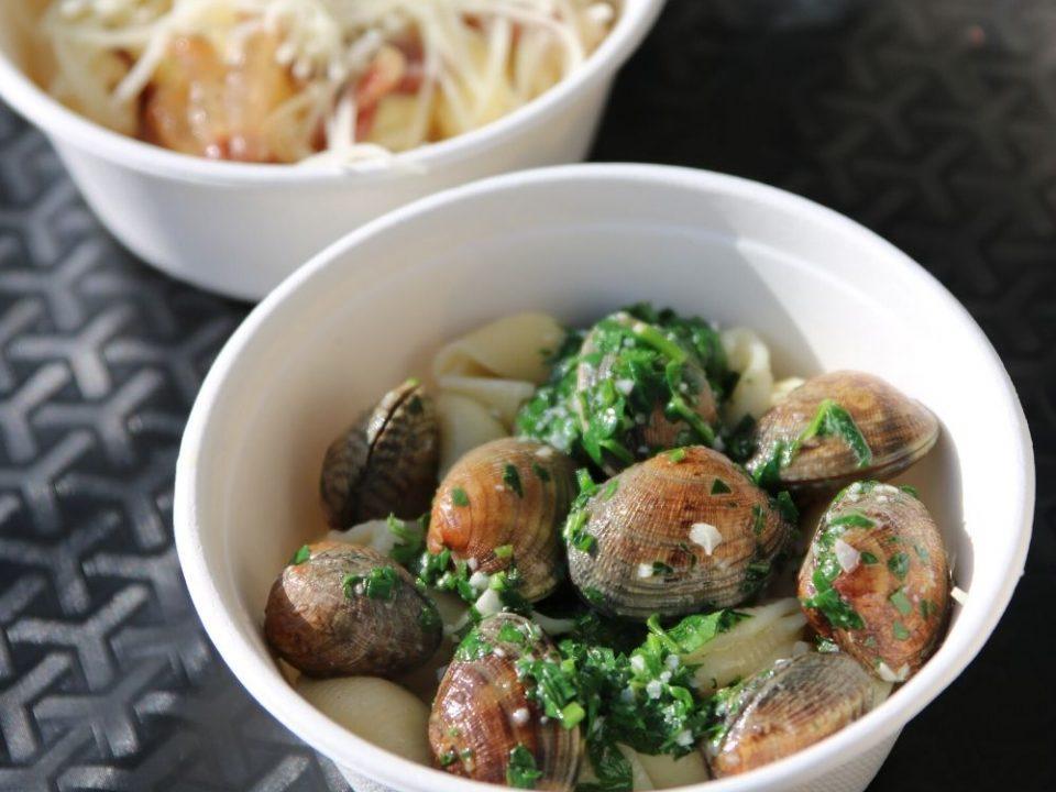 Recette proposée par l'épicerie italienne Les Bonnes Pâtes au Marché à manger étaient: toffette aux palourdes et penne rigate à la sauce carbonara