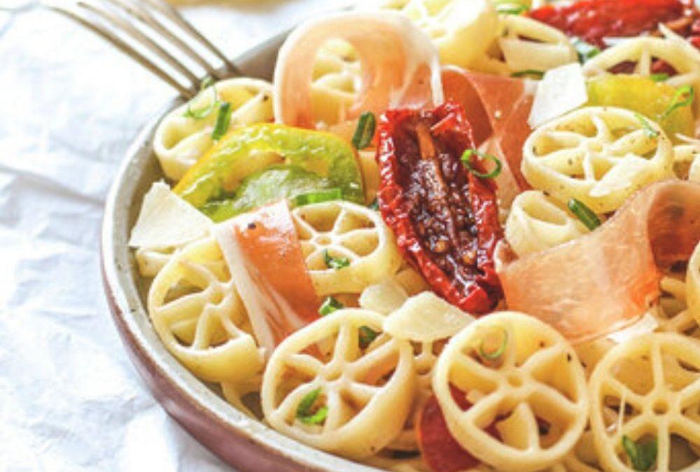 Salade de rotelle de Benedetto Cavalieri, producteur de pâtes sèches artisanales de l'épicerie Les Bonnes Pâtes à Rennes