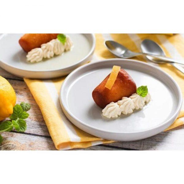 Dessert d'un chef étoilé Luc Mobihan de Saint-Malo, véritable recette italienne du baba au limoncello