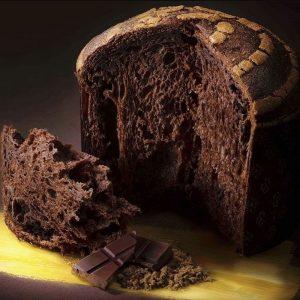 Un Panettone par le Champion du Monde Biasetto, 100% chocolat avec des morceaux dedans!