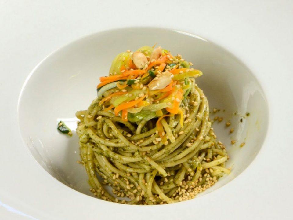 Recette de spaghetti aux légumes et au pesto alla genovese avec des spaghetti italiennes de qualité artisanale et un pesto Costa Ligure.