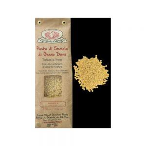 Les Fregola sont de petites pâtes de semoule de blé dur en forme de billes, typiques et originaires de Sardaigne qui peuvent être cuisinées aussi comme un risotto.