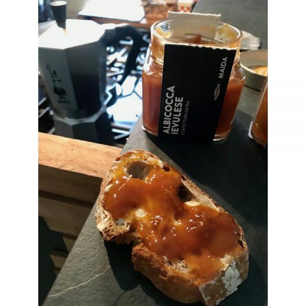 Confiture Maida à l'abricot, le vrai goût du fruit rettrouvé sur vos tartines de petit-déjeuner.