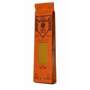 Les capellini sont des pâtes artisanales très fines et longues pour les bouillons traditionnels de la cuisine italienne.
