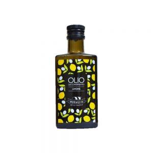 Au citron, bonne huile d'olive des Pouilles, intense et fruitée, juste un peu piquante en bouche comme on aime.