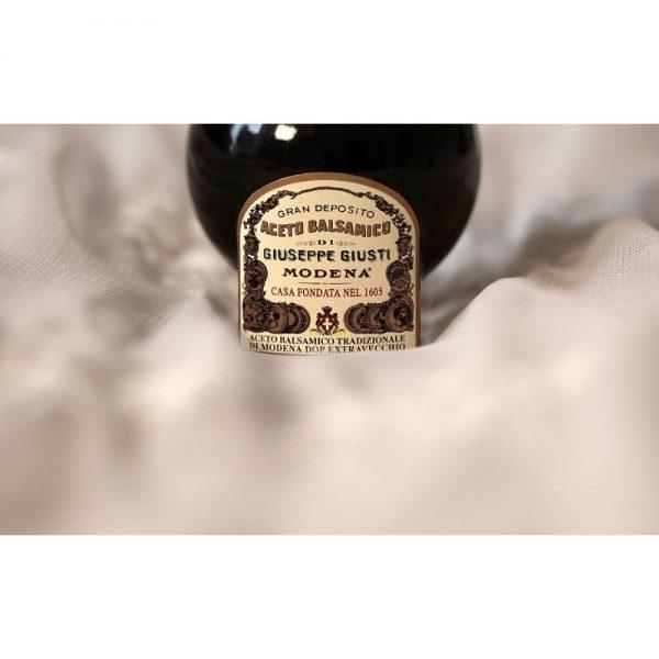 Un beau cadeau pour amateur de produits d'excellence, le vinaigre balsamique methode traditionnel AOP de Modène du plus vieux producteur Giusti.