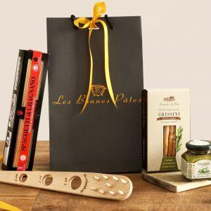 Proposition d'un panier garni de produits typiques d'Italie pour cadeaux d'entreprises et particuliers.