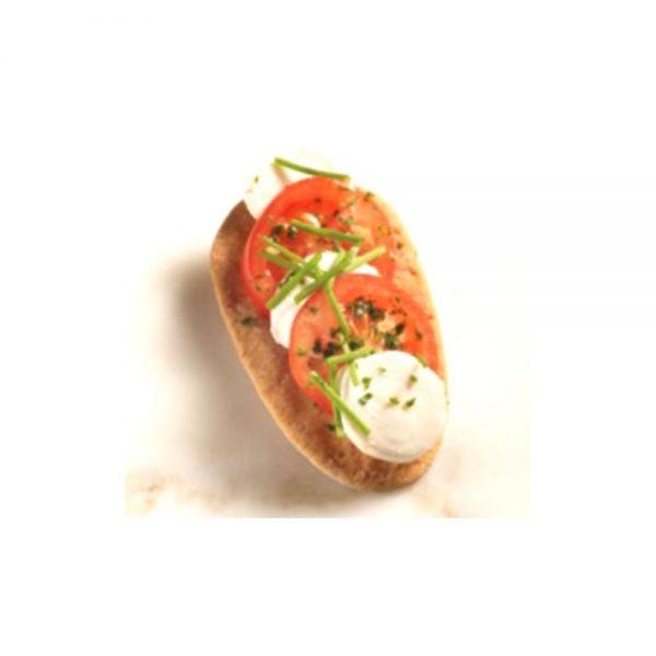Canapé original avec une mini langue de belle-mère agrémentée de jambon italien et asperge.