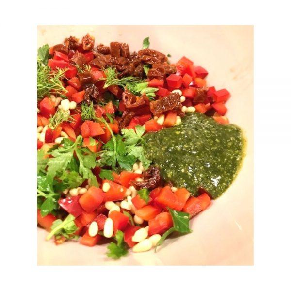 On peut utiliser le pesto basilic à la génoise pour relever des salades.