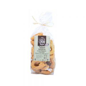 Taralli au fenouil typiques des Pouilles pour l'apéritif italien.