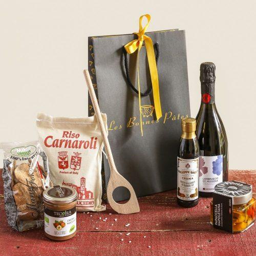 Un joli panier gourmand composé de produits sélectionnés originaires du Piémont pour une idée de cadeau originale.